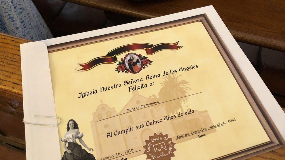 certificado que entregó el cura a la quinceañera