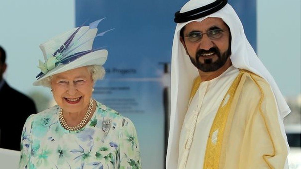 La reina Isabel II y el jeque Maktoum en una imagen de archivo.