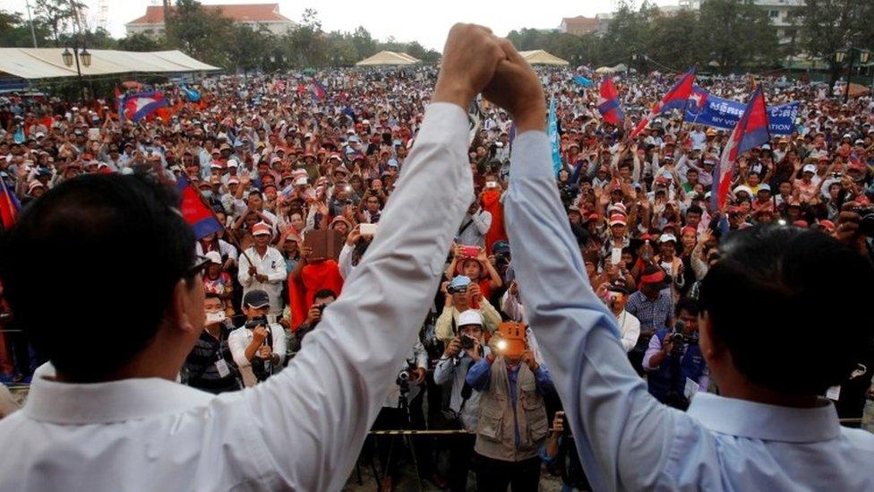 Kem Sokha, right, and Sam Rainsy hold a rally in 2013