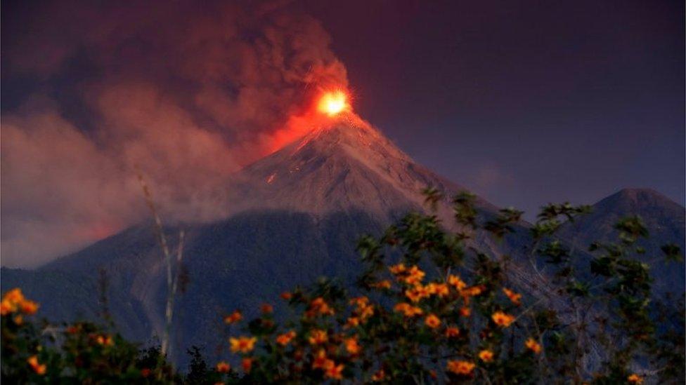 Así lucía el Volcán de Fuego al amanecer de este lunes 19 de noviembre.