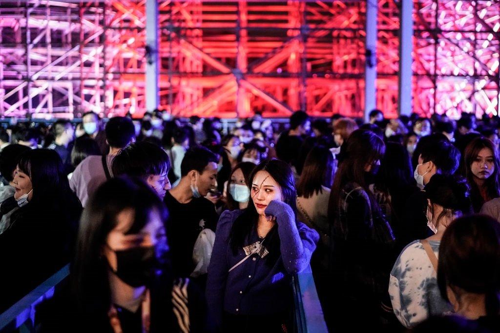 儘管中國一直有批評「洋節」之聲,但仍有很多年輕人參與慶祝聖誕節與萬聖節。圖為剛剛過去的萬聖節,吸引了很多武漢市民前來狂歡。