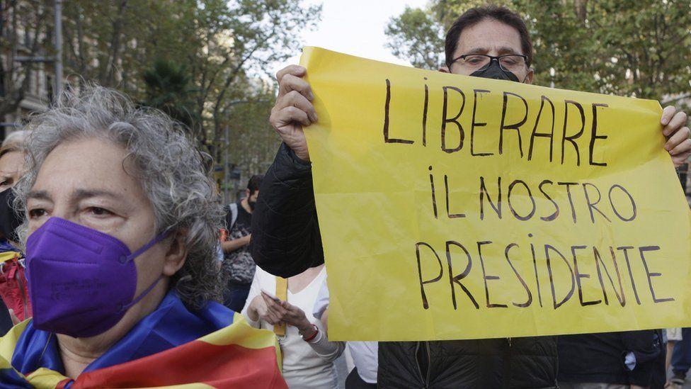 Puigdemont'un gözaltına alındığı duyulunda Katalonya'nın yönetim merkezi Barcelona'da gösteriler başlamıştı
