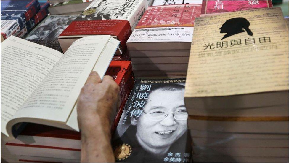 有關諾貝爾和平獎獲得者劉曉波的書在內地禁止公開銷售,而香港彌補了這個缺口。