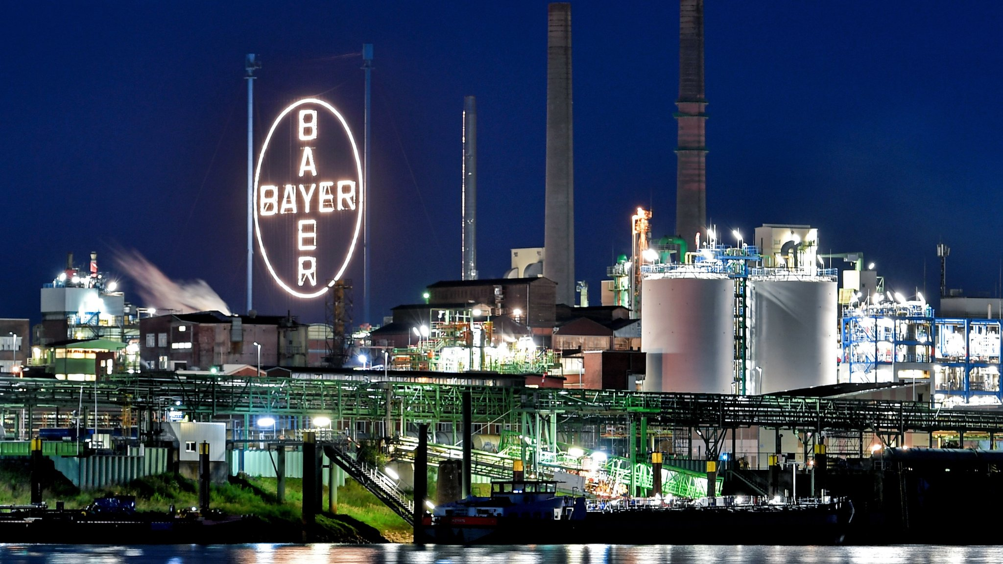 Monsanto weedkiller case: Bayer shares tumble after payout