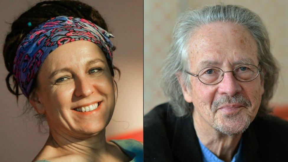 Польська письменниця українського походження Ольга Токарчук отримала премію за 2018 рік, а австрійський письменник Петер Хандке за 2019 рік.