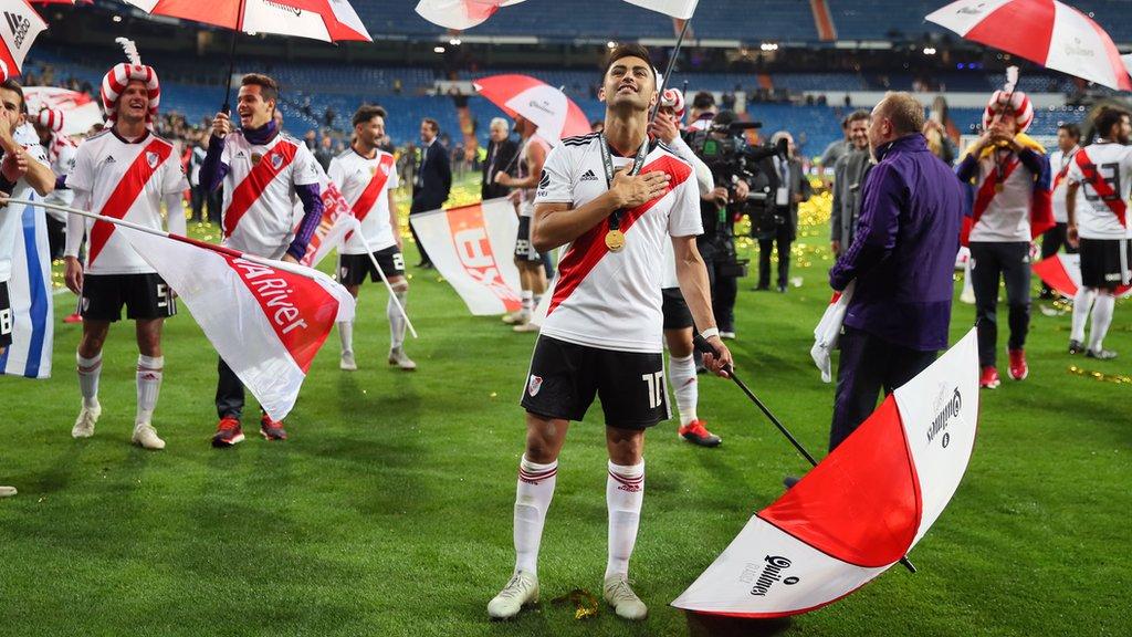 Jugadores de River Plate celebran el título conseguido ante Boca Juniors.