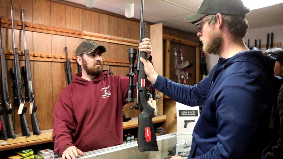 Venta de armas en Wyoming, Estados Unidos