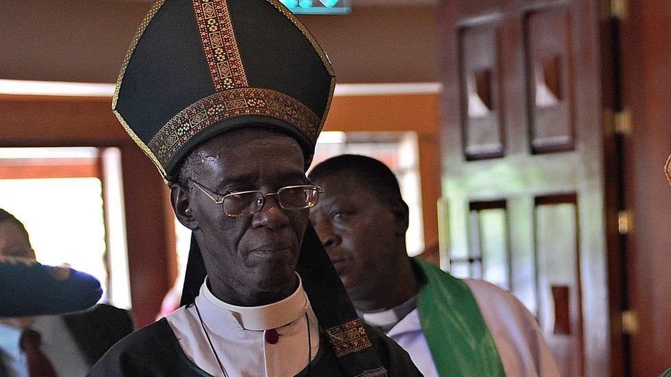 يدير الأسقف المتقاعد إليود وابوكالا جهاز مكافحة الفساد في البلاد