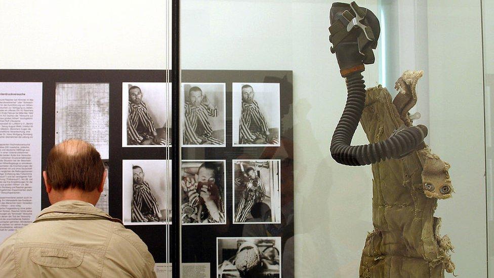 Exposición sobre los experimentos médicos de los nazis en el Museo de Historia Médica, en Berlín, Alemania