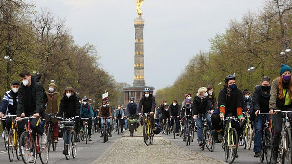 Ciclistas en Berlín.