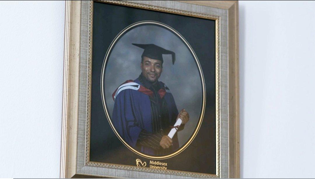 Retrato de graduación de Noel.