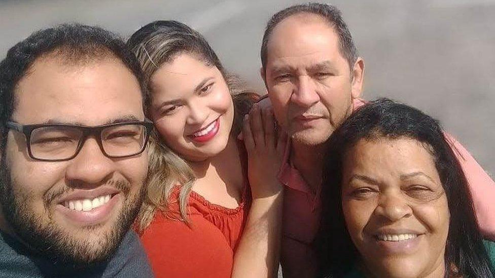 Igor, irmã Korine, pai e mãe