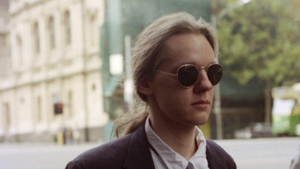 Assange joven