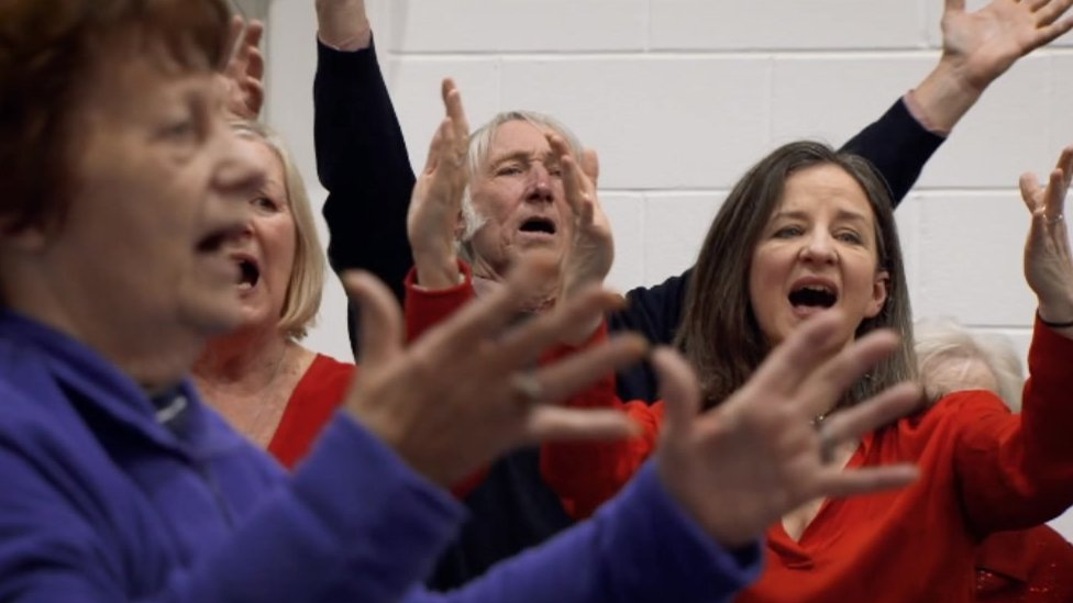 BBC News - Rugby legends join choir at Get Creative Festival