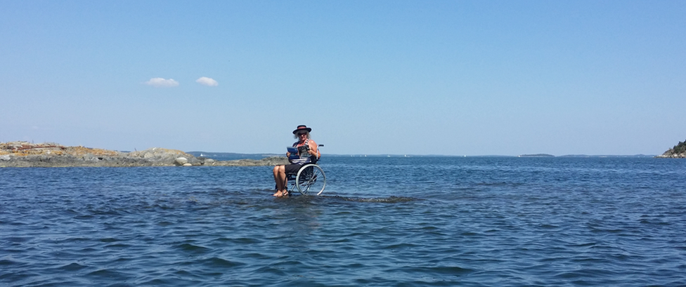 Carina Wellton in her wheelchair on an islet
