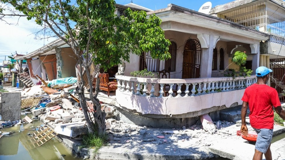 Un casa derrumbada tras un terremoto, en Les Cayes, Haití.