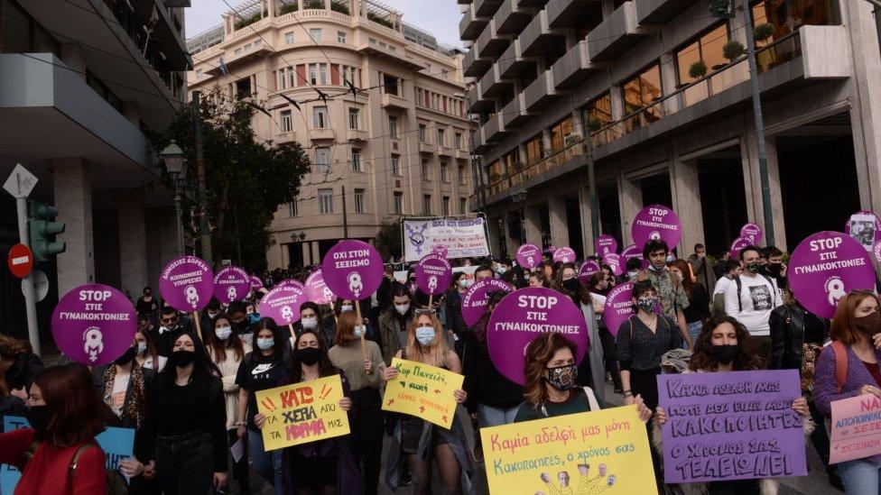 Atina'da bu yıl 8 Mart Dünya Kadın Emekçiler Günü'nde düzenlenen protestolardan bir fotoğraf