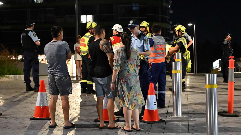 policija i evakuisani stanari