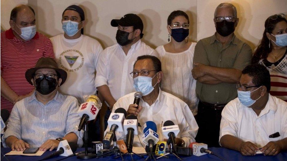 Líderes de la oposición en conferencia de prensa