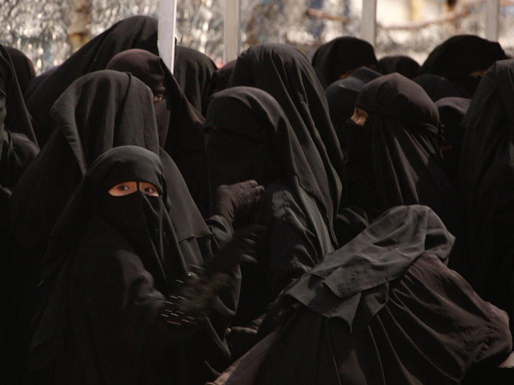 Women in black niqab at al-Hol camp