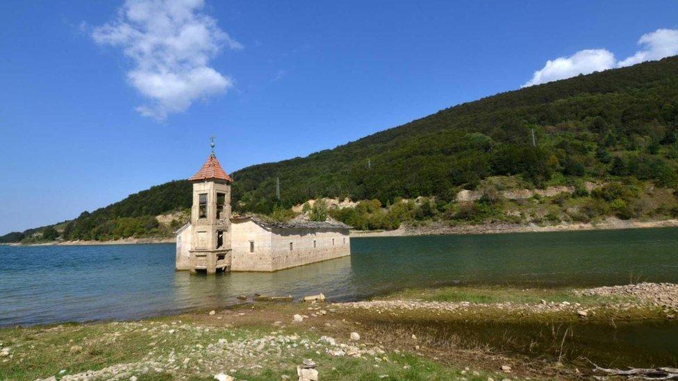 El parque nacional Mavrovo en Macedonia del Norte alberga al lince balcánico.