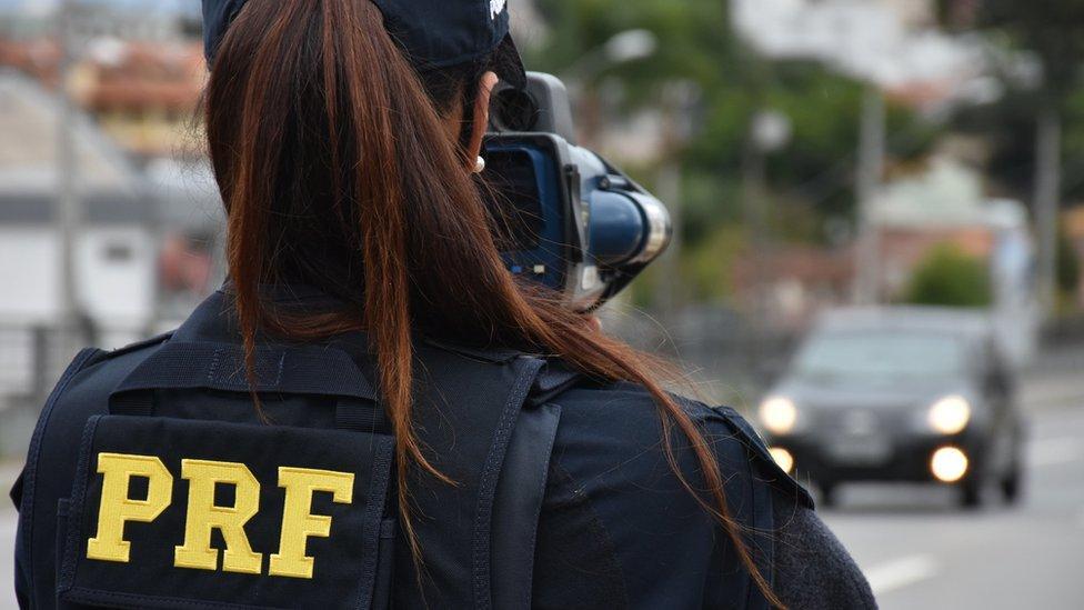Após reportagem sobre isolamento social e acidentes de trânsito, Polícia Rodoviária Federal limita atendimento à imprensa