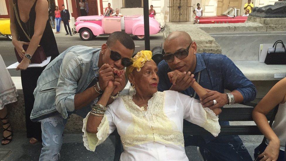 Cuban reggaeton duo, Gente de Zona, kissing hands of doyenne of Cuban music, Omara Portuondo