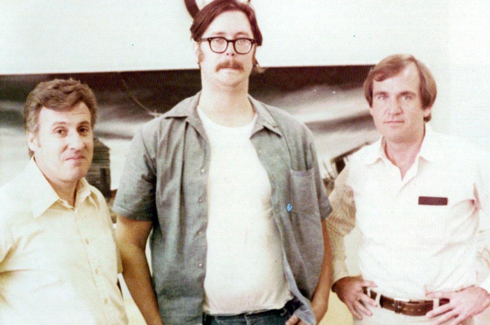 Douglas (der.) y Robert Ressler (izq.), junto con Edmund Kemper