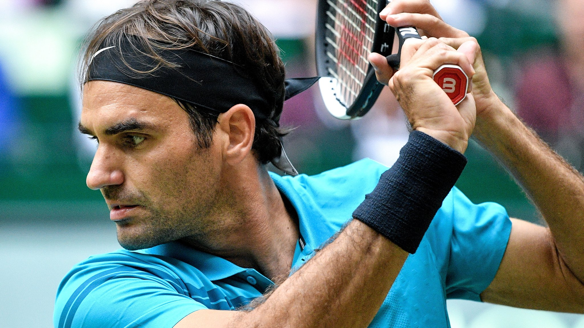 Halle Open: Roger Federer beats Matthew Ebden to reach semi-finals