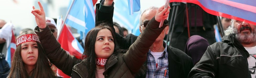 """Supporters of the Nationalist Movement Party (MHP) at a """"Yes"""" rally last week"""