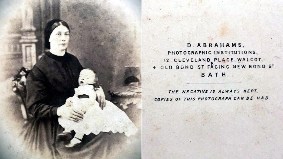 Mujer con su bebé muerto