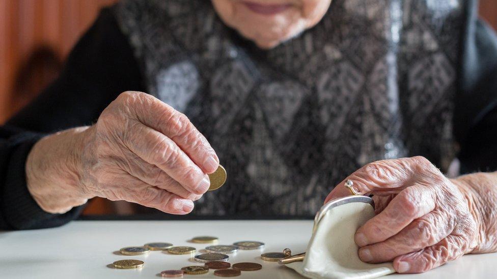 El BID propone recortar el gasto en pensiones.