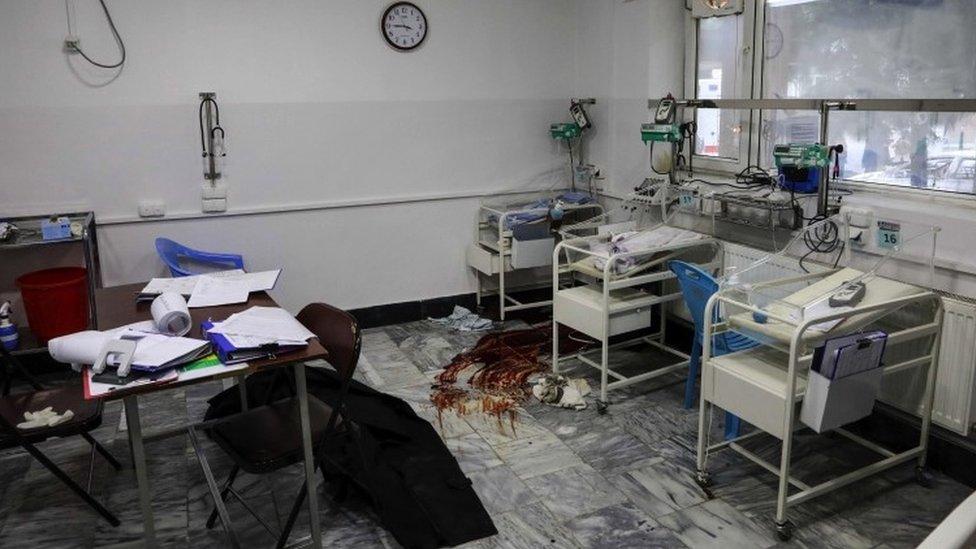 Sınır Tanımayan Doktorlar Direktörü, silahlı saldırganların doğrudan kadın doğum ünitesine yöneldiğini söylüyor.