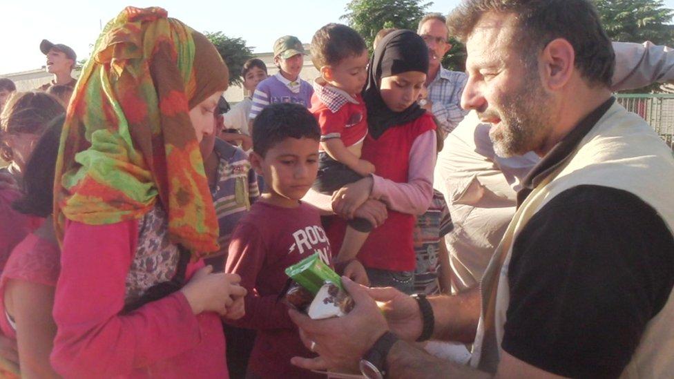 Rami com crianças sírias