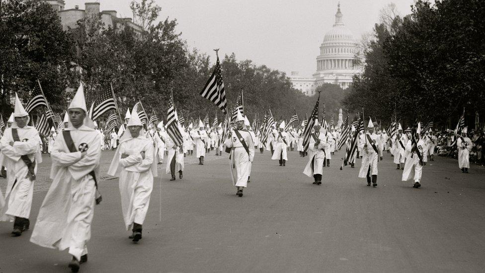Alabama newspaper editor calls on KKK to lynch Democrats - BBC News