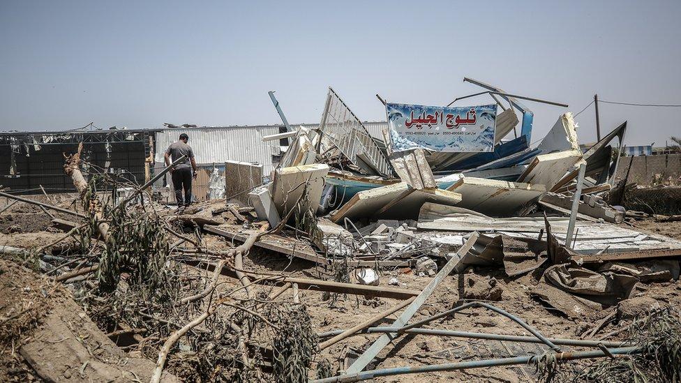 آثار الدمار الذي خلفته الغارات الإسرائيلية.