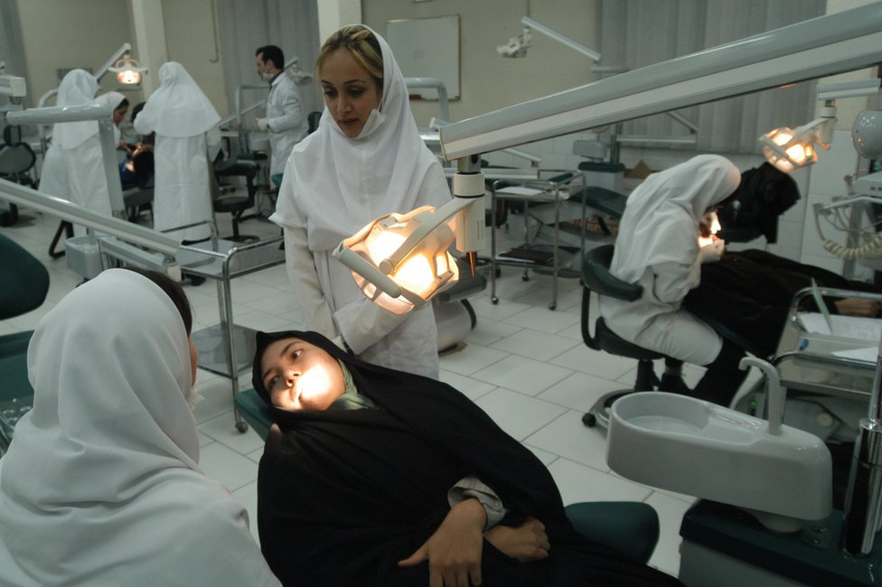 Una escuela de estomatología en Irán.