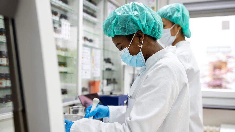 Investigadores de laboratorio