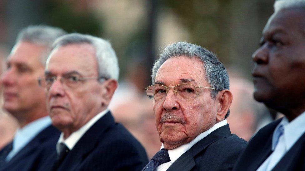 Rául Castro y otros dirigentes cubanos.