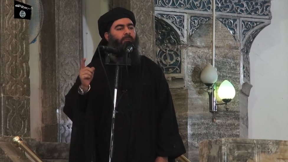 Baghdadi berbicara kepada massa di Mosul, 2014