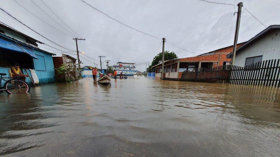 Dez cidades do Acre sofrem com alagamento em razão de chuvas intensas das últimas semanas