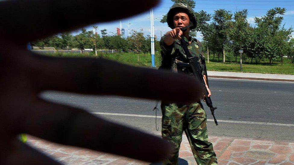 Guardia chino en Xinjiang.