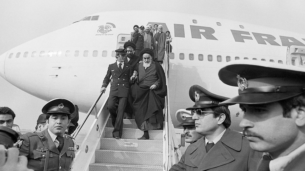 Khomeini steps off flight as he arrives in Iran for first time in 14 years on 1 February 1979