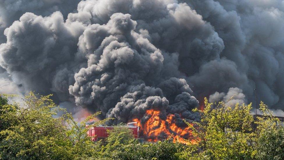 Newark fire: Huge blaze at Nottinghamshire scrapyard