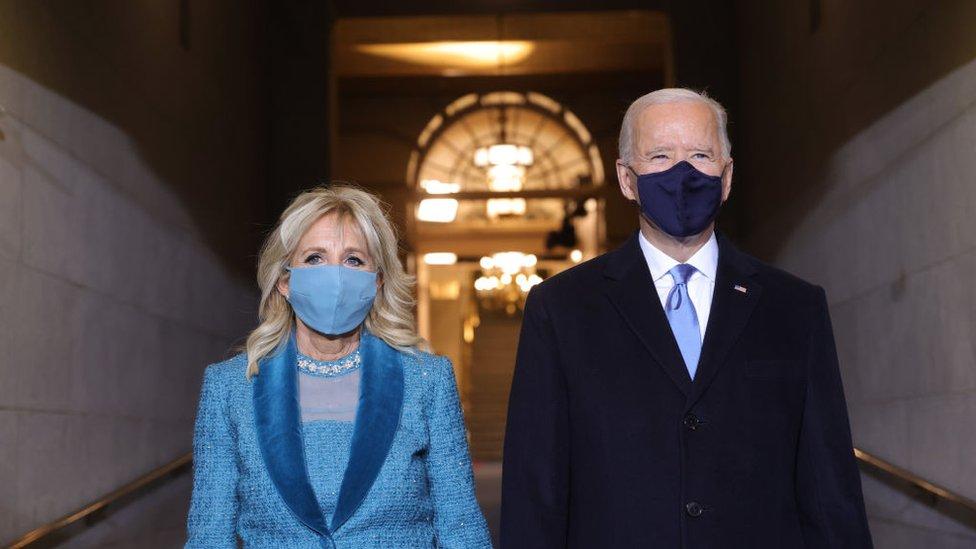 Joe Biden y su esposa, Jill, al llegar al Capitolio.