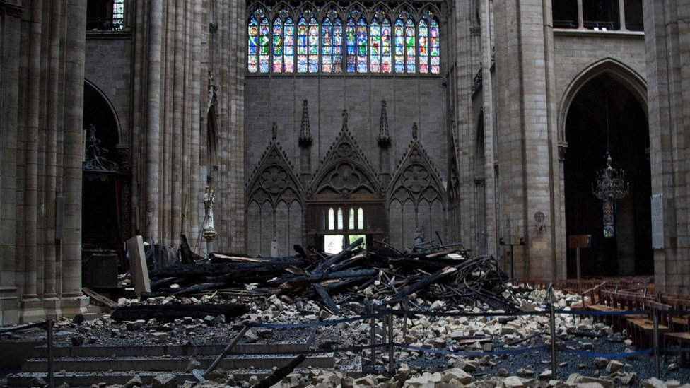 Unutrašnjost katedrale Notr Dam nakon požara