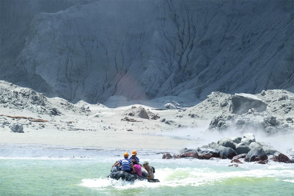 Evacuación de los turistas de la isla.