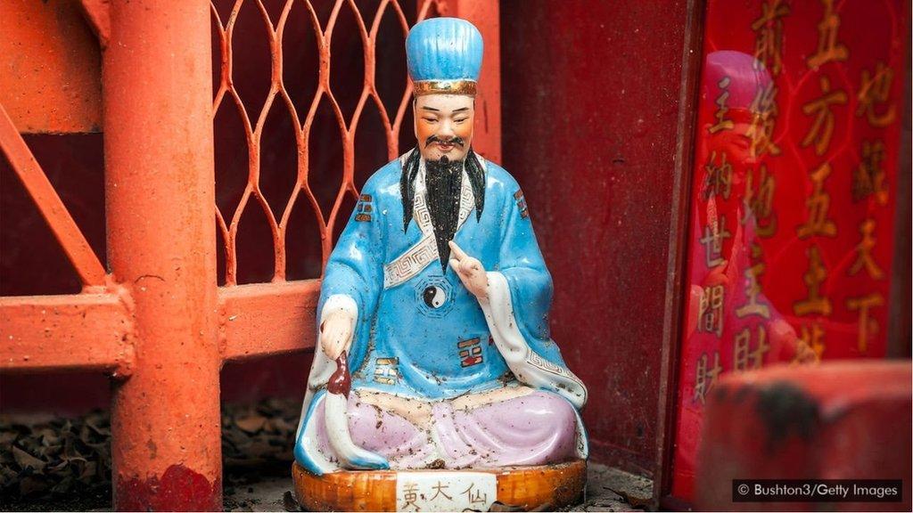 黃大仙,一個在香港很受歡迎的道教神仙,被認為有治療疾病的能力。