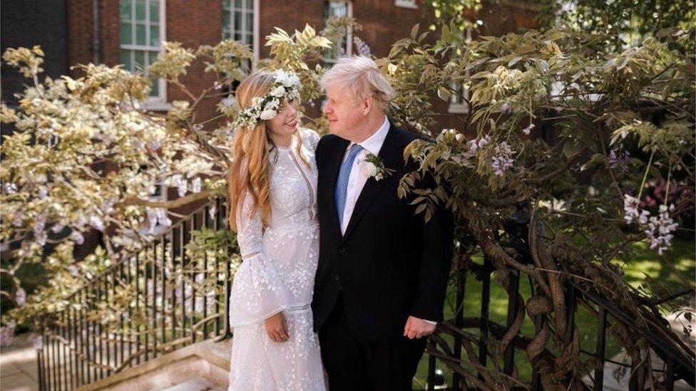 英國首相約翰遜與新婚妻子