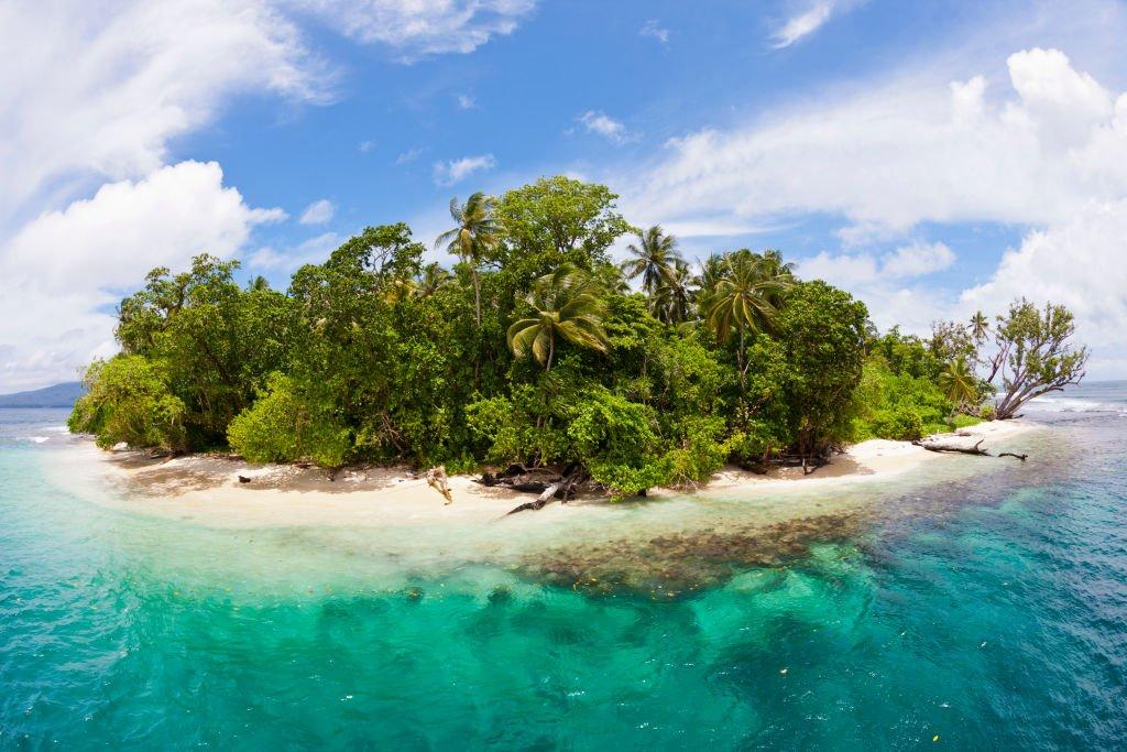 所羅門群島是南太平洋的一個島國,位於澳大利亞東北方,巴布亞新幾內亞東方,是英聯邦成員之一。